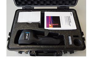 Wärmebildkamera Flir in Koffer freigestellt