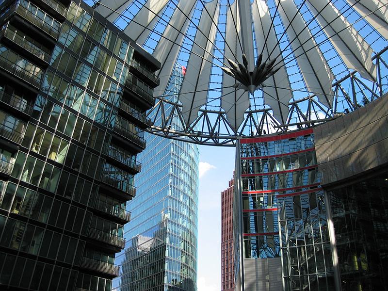 Decke Berlin Sony Center von innen aus der Froschperspektive